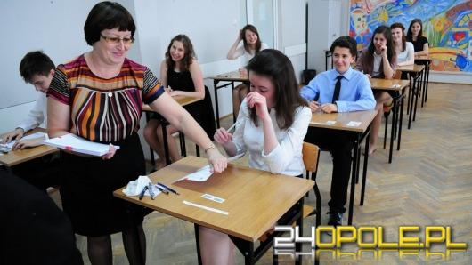 Gimnazjaliści rozpoczęli pisanie egzaminów. Na początek część humanistyczna.