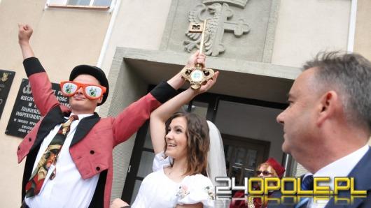 Żakinada przeszła ulicami Opola. Studenci przejęli klucze do bram miasta.