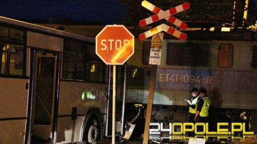 Zderzenie autobusu z pociągiem: zawinił kierowca, który w MZK pracuje od 23 lat