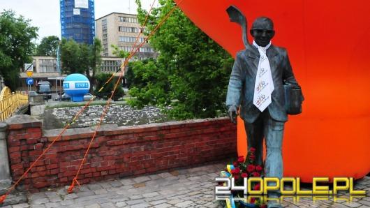 Rzeźby z krawatami i balon nad miastem. Opole tętni festiwalem.
