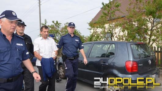 Właściciel domu podczas eksmisji rzucił się na policję z kosą i siekierą.