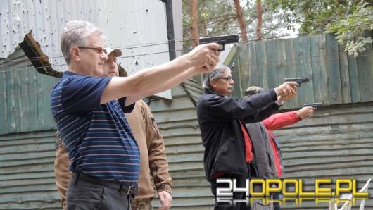 Samorządowcy sprawdzali celność na strzelnicy