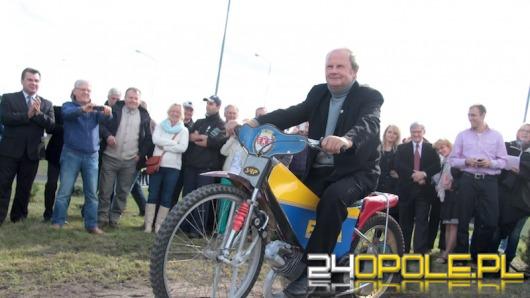 Jerzy Szczakiel ma w Opolu swoje rondo a na nim motocykl