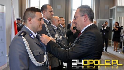 Opolscy mundurowi odznaczeni Krzyżami Zasługi za Dzielność