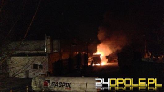 Ciężarówka z chemikaliami spłonęła w nocy w Opolu