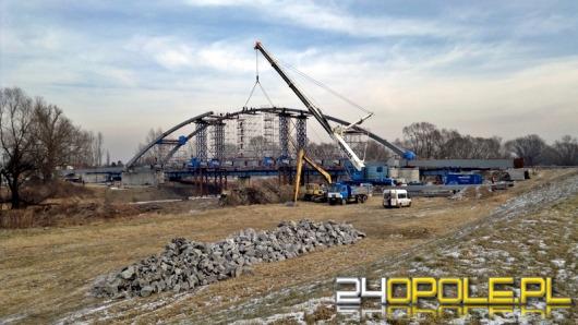 Budowa mostu łączącego Cisek i Bierawę na półmetku