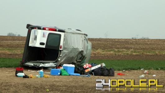Bus dachował pod Krapkowicami, 5 rannych w szpitalu