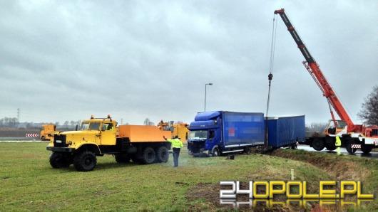 Kierowca ciężarówki zablokował rondo w Karczowie