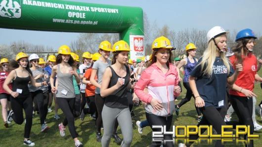 Ponad 100 licealistek i studentek biegało w kaskach