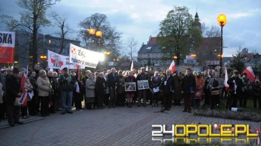 Opolska prawica uczciła 4. rocznicę katastrofy smoleńskiej