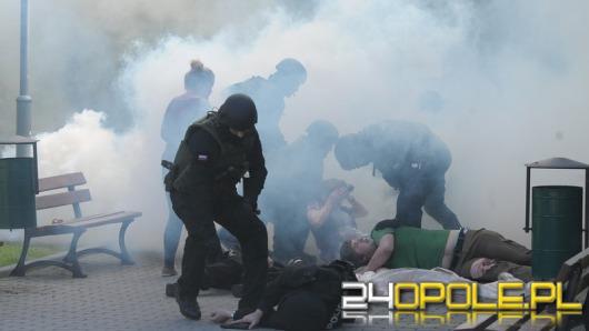 Strzelanina, pożar i akcja antyterrorystów. Ćwiczenia w centrum Opola.