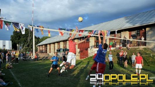 Gwiazdy sportu zagrały z podopiecznymi domów dziecka