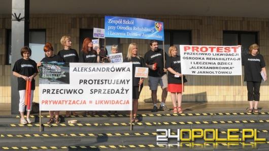 """Protestowali przeciwko likwidacji """"Aleksandrówki"""""""