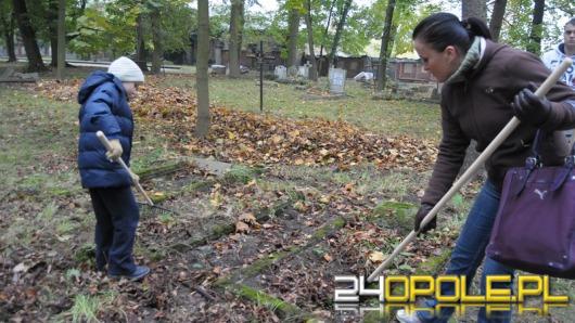 Opolanie kolejny raz sprzątali cmentarz przy ul. Wrocławskiej
