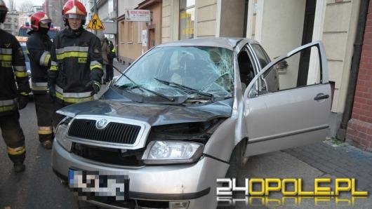 29-latek dachował skodą w centrum Opola
