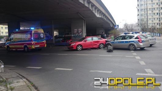 Policyjny radiowóz zderzył się z oplem vectrą