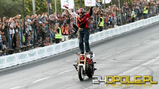 Stunter13 podbija świat motocyklowymi ewolucjami