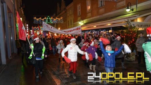 Tłumy na pierwszym Marszu Mikołajów
