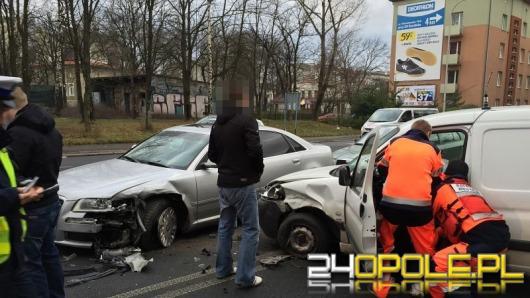 Cztery auta zderzyły się na ul. Nysy Łużyckiej