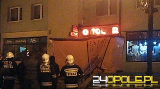 33-latek rzucał meblami i groził, że skoczy z balkonu