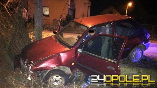 Pijany kierowca staranował płot. Mężczyzna miał aż 2,5 promila.