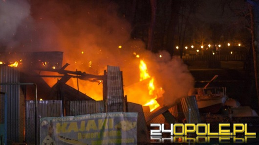 Spłonął hangar na przystani kajakowej. Podpalenie?