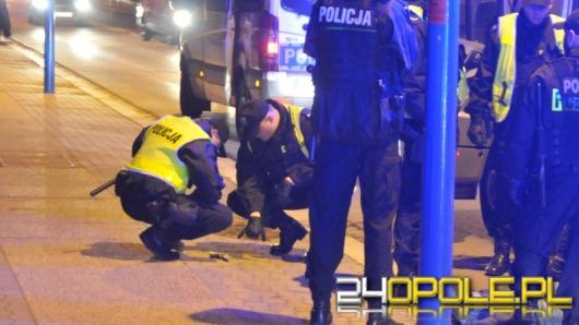 Bójka w centrum Opola. Jeden z mężczyzn miał broń.