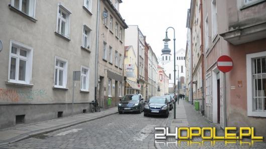 Zamykają ulicę św. Wojciecha. Nie wszyscy są zadowoleni.