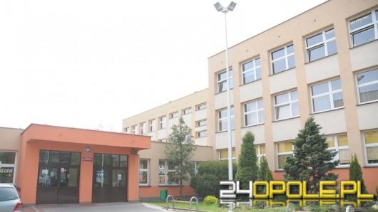 9-letni uczeń kopnął nauczycielkę w podstawówce w Strzelcach Opolskich