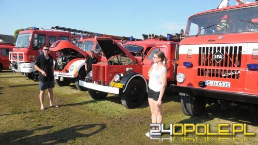 Blisko sto strażackich samochodów można podziwiać w Główczycach