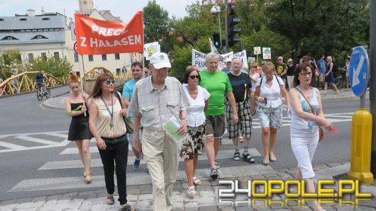 Kilkaset osób protestowało przeciw nowej trasie przez Pasiekę