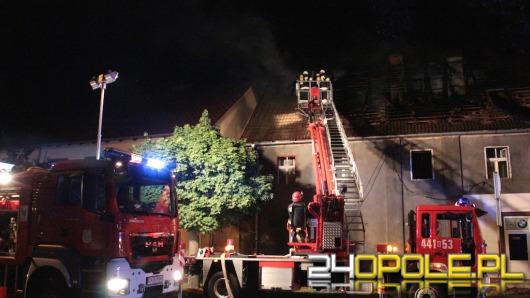 Dwie osoby ranne w pożarze budynku wielorodzinnego w Krapkowicach