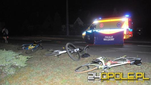 Kierowca wjechał w rowerzystów i uciekł. Jedna osoba nie żyje.