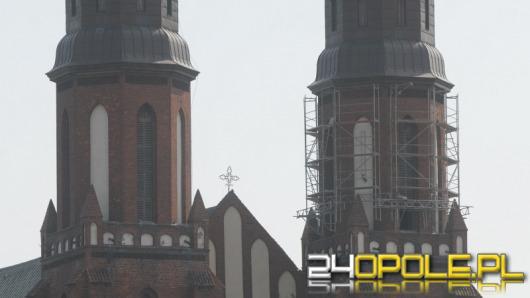 Ruszają prace przy naprawie wieży opolskiej katedry