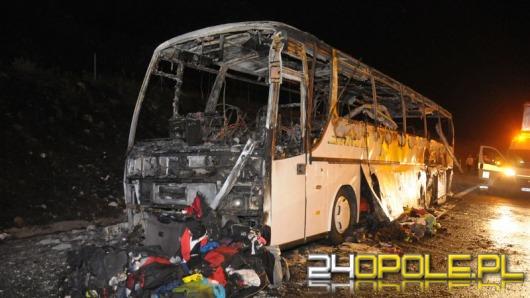 Autokar wiozący dzieci zapalił się na A4
