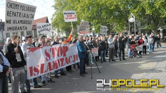 """""""Polska tylko dla Polaków"""". Manifestacja w Strzelcach Opolskich."""