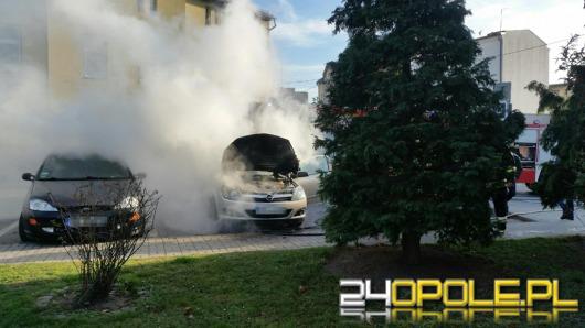 Opel astra zapalił się na parkingu