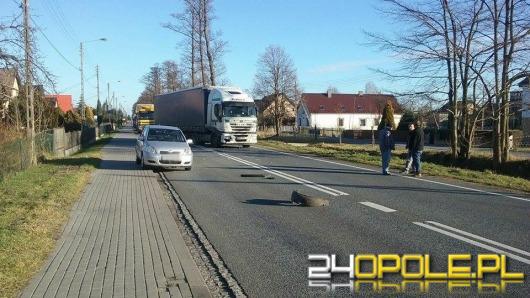 Ciężarówka i dwa auta osobowe zderzyły się w Grodźcu