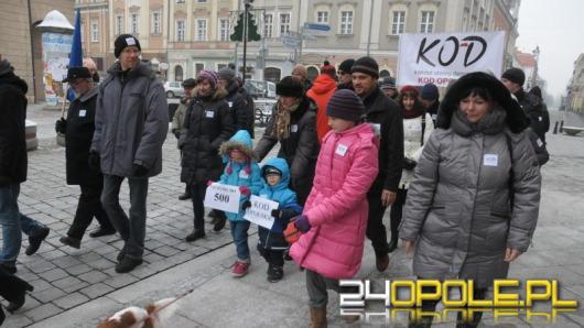 Komitet Obrony Demokracji uczy liczyć dziennikarzy TVP