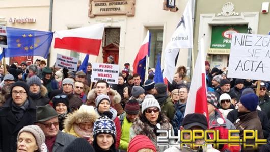 Opolanie protestowali na rynku przeciwko inwigilacji