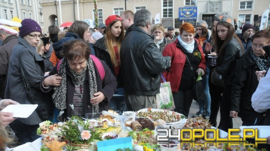 II Śniadanie Wielkanocne przyciągnęło na rynek ponad 1000 osób