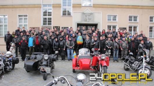 """Motocykliści spotkali się na tradycyjnym """"jajeczku"""" na opolskim rynku"""
