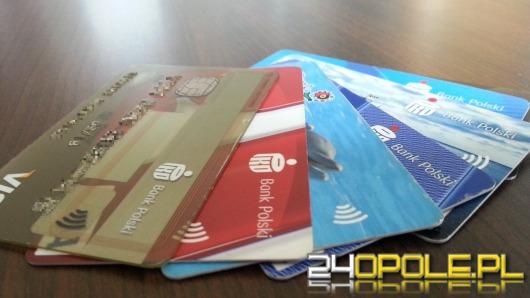 """Dziś obchodzimy """"Dzień bez płacenia gotówką"""". """"Karta płatnicza jest bezpieczniejsza""""."""