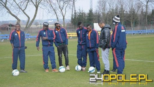 8 pseudokibiców odpowie za pobicie czarnoskórych piłkarzy