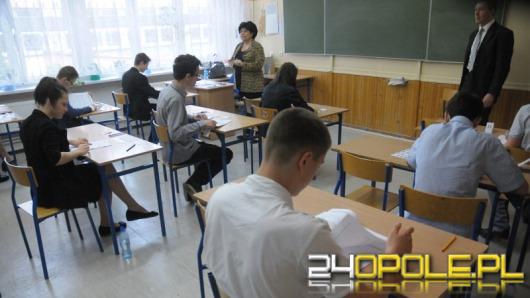 """Trwają egzaminy gimnazjalne. """"To pierwszy poważny sprawdzian wiedzy""""."""