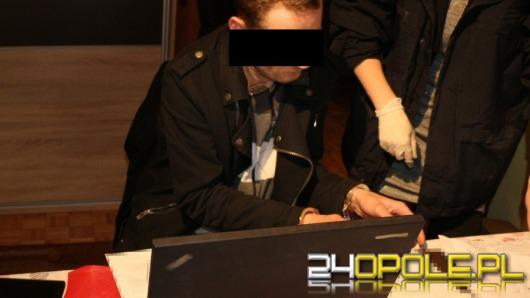 """Haker """"Pocket"""" w rękach policji. Razem ze wspólnikiem wyłudzili pół miliona zł."""