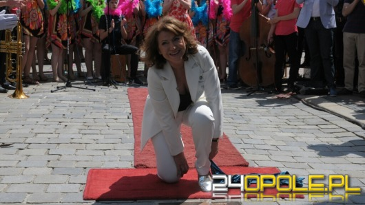 Halina Frąckowiak oraz Majka Jeżowska odsłoniły swoje gwiazdy na opolskim rynku