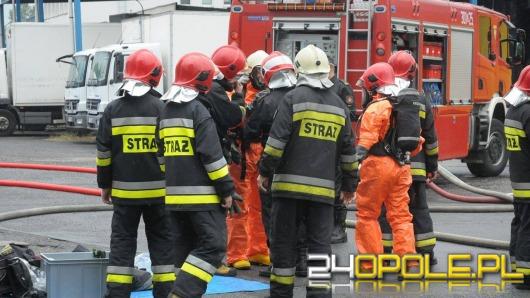 Strażacy neutralizują wyciek kwasu solnego