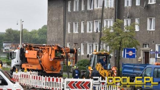 Pracownicy wodociągów zostali przysypani w wykopie