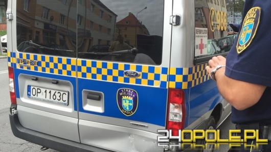 Kolizja volkswagena z radiowozem straży miejskiej